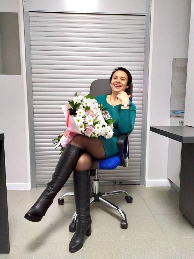 Девушка на кресле Мастер (Центр микрохирургии глаза Макарчука) фото